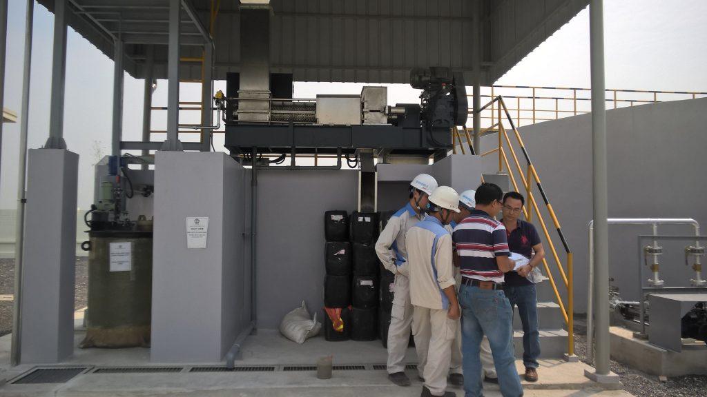 máy bùn trục vít tại Nittoku VN