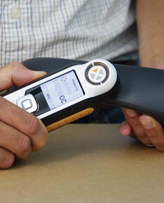 Máy đo màu cầm tay
